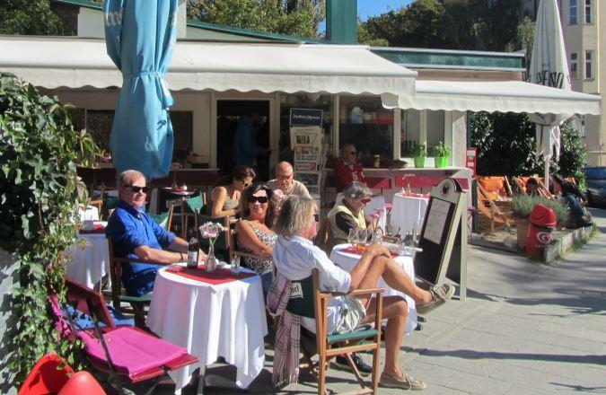 Café im Kiosk auf dem Weg in den Englischen Garten