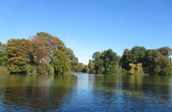 Der Kleinhesseloher See im Englischen Garten