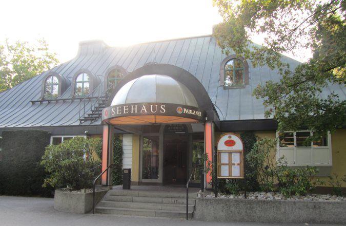 Seehaus München mit dem Biergarten und Restaurant am Kleinhesseloher See im Englischen Garten München