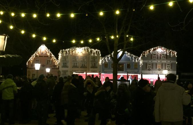 Weihnachtsmarkt Am Chinesischen Turm.Weihnachtsmarkt Chinesischer Turm Im Englischen Garten München