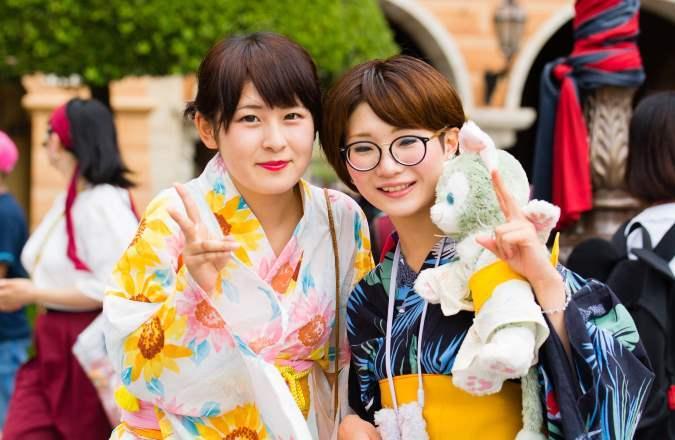 Japanerinnen im traditionellen Kimono Look - Japanfest Englischer Garten München