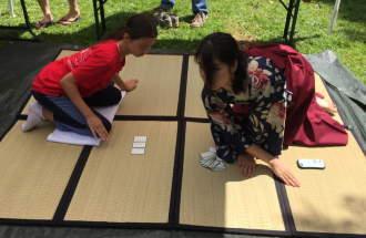 Karuta Spiel beim japanischen Fest
