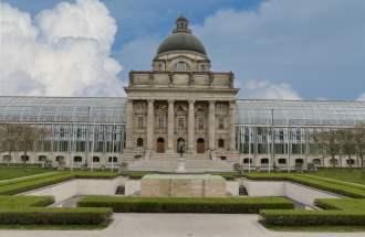 Bayerische Staatskanzlei am Hofgarten - einer der Startpunkt beim Spaziergang München